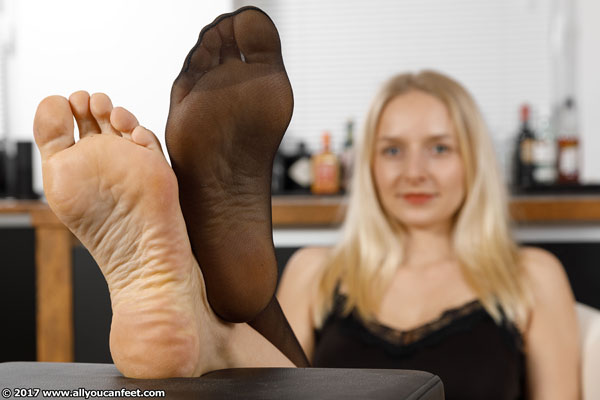 bigger preview pic from set 2284 showing Allyoucanfeet model Emilia