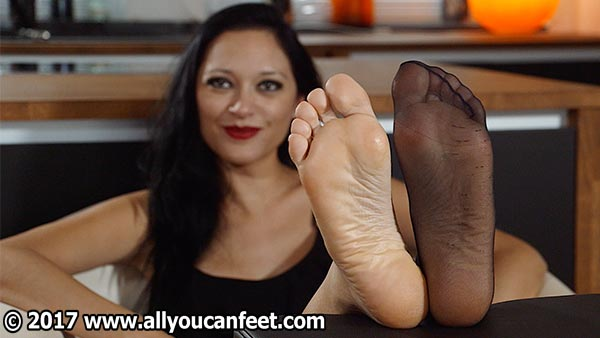 bigger preview pic from set 2291 showing Allyoucanfeet model Becky
