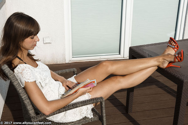 bigger preview pic from set 2319 showing Allyoucanfeet model Arina