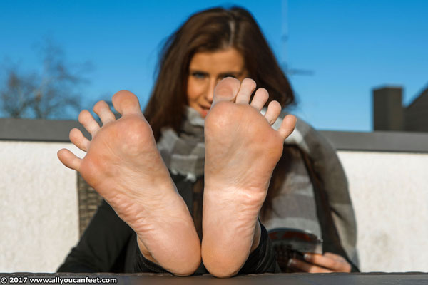 bigger preview pic from set 2326 showing Allyoucanfeet model Nelly