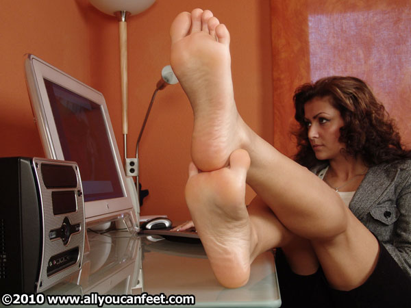 bigger preview pic from set 233 showing Allyoucanfeet model Escada