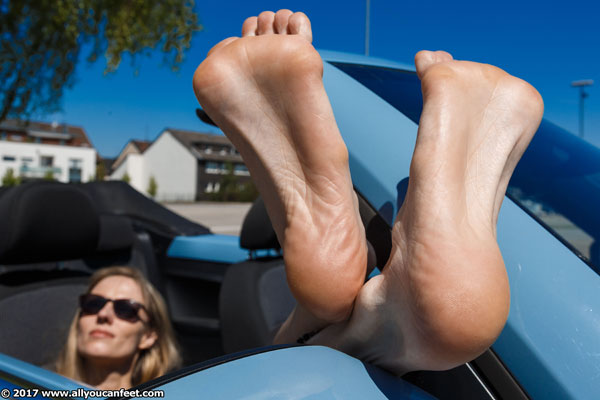 bigger preview pic from set 2333 showing Allyoucanfeet model Joyce