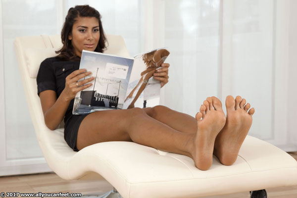 bigger preview pic from set 2336 showing Allyoucanfeet model Ciara