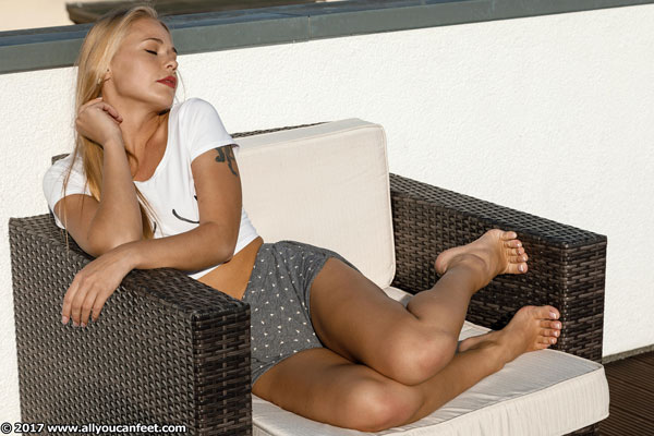 bigger preview pic from set 2337 showing Allyoucanfeet model Darina - New Model