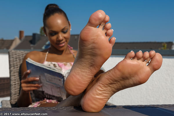 bigger preview pic from set 2340 showing Allyoucanfeet model Mara