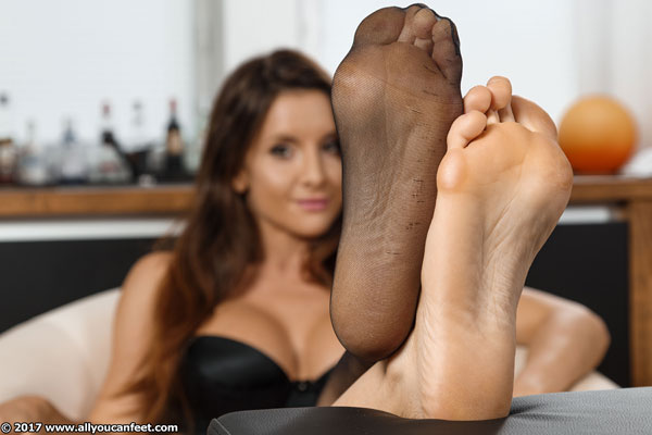 bigger preview pic from set 2341 showing Allyoucanfeet model Katrin