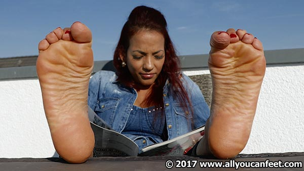 bigger preview pic from set 2354 showing Allyoucanfeet model Siley