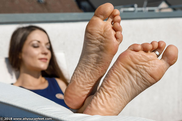bigger preview pic from set 2369 showing Allyoucanfeet model Chris