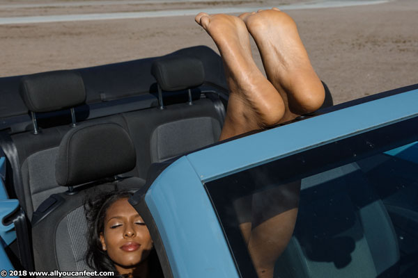bigger preview pic from set 2372 showing Allyoucanfeet model Yazzi