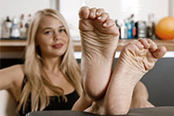 small preview pic number 4 from set 2431 showing Allyoucanfeet model Darina