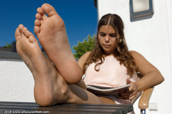 bigger preview pic from set 2458 showing Allyoucanfeet model Hana - New Model