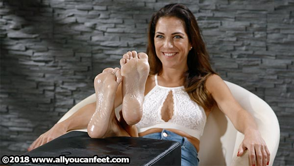 bigger preview pic from set 2473 showing Allyoucanfeet model Mel