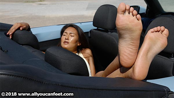 bigger preview pic from set 2484 showing Allyoucanfeet model Ella