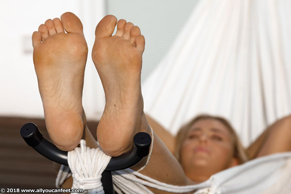 bigger preview pic from set 2496 showing Allyoucanfeet model Aubrey