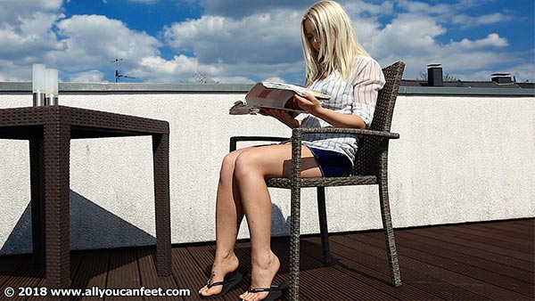 bigger preview pic from set 2498 showing Allyoucanfeet model Aubrey