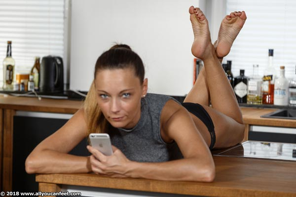 bigger preview pic from set 2503 showing Allyoucanfeet model Alina