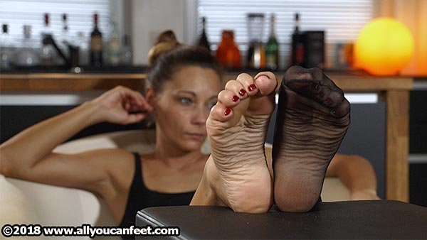 bigger preview pic from set 2504 showing Allyoucanfeet model Alina
