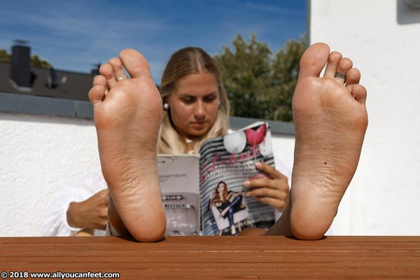 bigger preview pic from set 2508 showing Allyoucanfeet model Terry