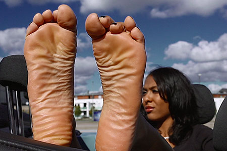 small preview pic number 1 from set 2517 showing Allyoucanfeet model Yazzi