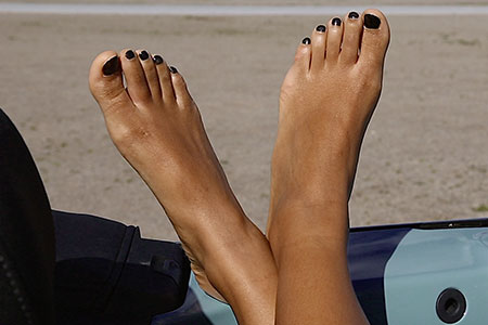 small preview pic number 4 from set 2517 showing Allyoucanfeet model Yazzi