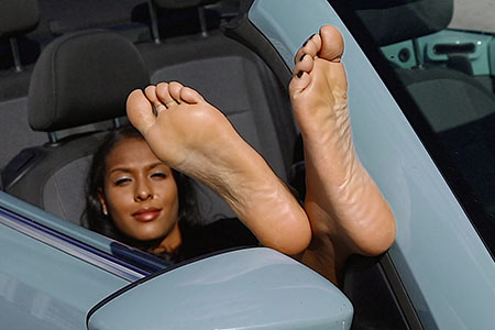 small preview pic number 5 from set 2517 showing Allyoucanfeet model Yazzi