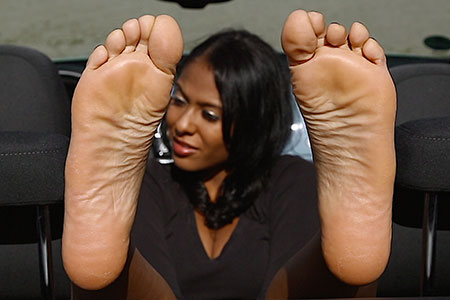 small preview pic number 6 from set 2517 showing Allyoucanfeet model Yazzi