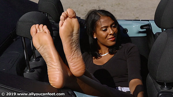 bigger preview pic from set 2517 showing Allyoucanfeet model Yazzi