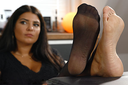 small preview pic number 3 from set 2519 showing Allyoucanfeet model Laurie