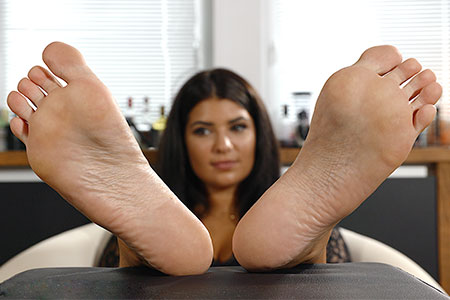 small preview pic number 6 from set 2519 showing Allyoucanfeet model Laurie