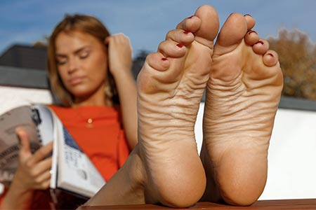 small preview pic number 5 from set 2521 showing Allyoucanfeet model Claire