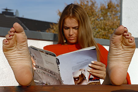 small preview pic number 4 from set 2523 showing Allyoucanfeet model Claire
