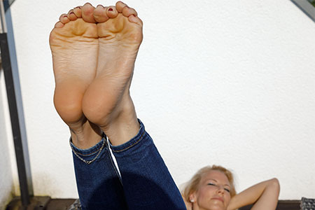 small preview pic number 5 from set 2524 showing Allyoucanfeet model Samantha