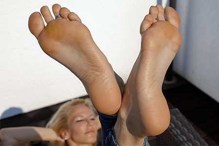 small preview pic number 6 from set 2524 showing Allyoucanfeet model Samantha
