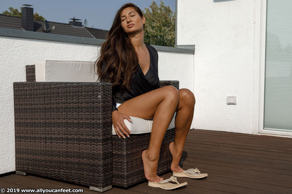 bigger preview pic from set 2534 showing Allyoucanfeet model Sandra - New Model