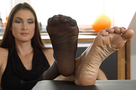small preview pic number 3 from set 2536 showing Allyoucanfeet model Avery