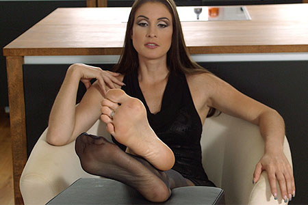 small preview pic number 4 from set 2536 showing Allyoucanfeet model Avery