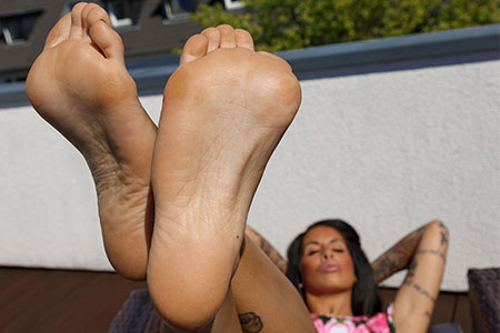 small preview pic number 3 from set 2543 showing Allyoucanfeet model Snooki