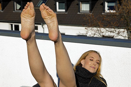 small preview pic number 5 from set 2547 showing Allyoucanfeet model Ariel - New Model