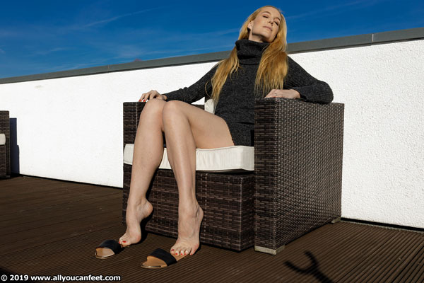 bigger preview pic from set 2547 showing Allyoucanfeet model Ariel - New Model