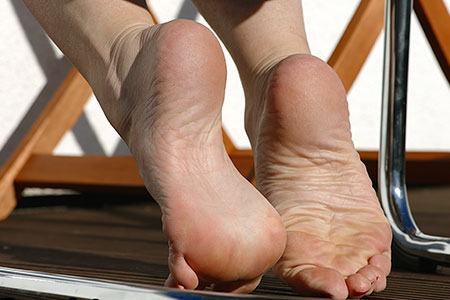 small preview pic number 5 from set 2548 showing Allyoucanfeet model Ariel
