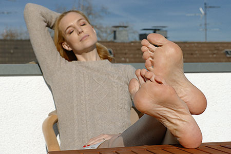 small preview pic number 5 from set 2549 showing Allyoucanfeet model Ariel