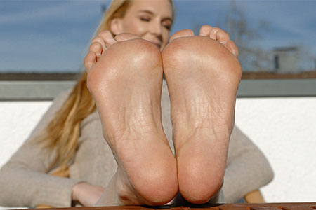 small preview pic number 6 from set 2549 showing Allyoucanfeet model Ariel
