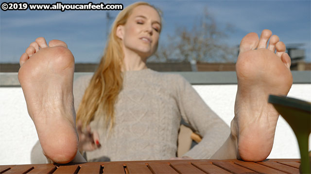 bigger preview pic from set 2549 showing Allyoucanfeet model Ariel