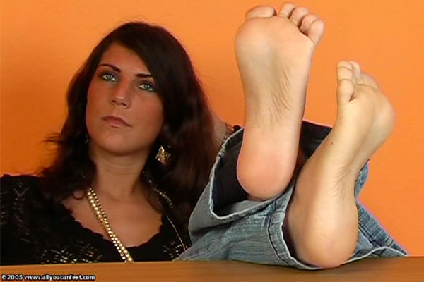 bigger preview pic from set 272 showing Allyoucanfeet model Mel