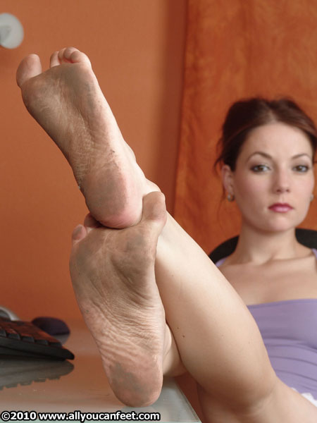 bigger preview pic from set 285 showing Allyoucanfeet model Chris