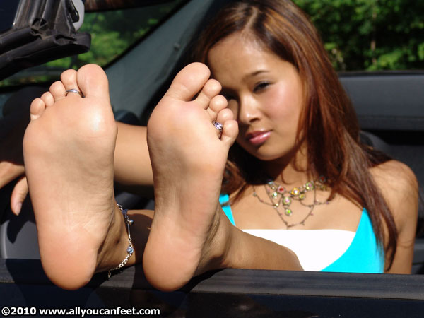 bigger preview pic from set 311 showing Allyoucanfeet model Jing