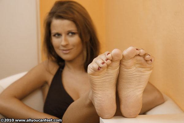 bigger preview pic from set 342 showing Allyoucanfeet model Naddl