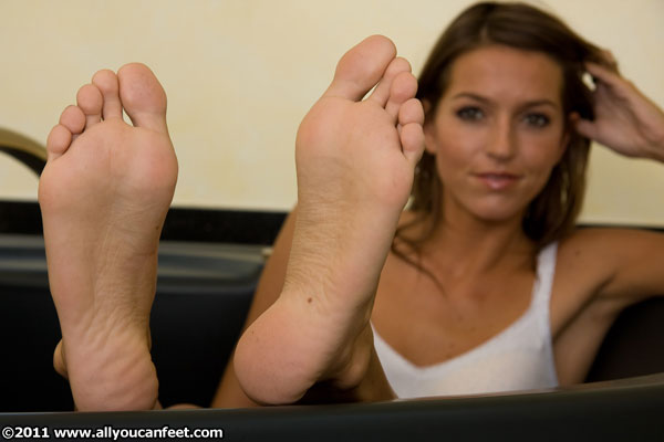 bigger preview pic from set 532 showing Allyoucanfeet model Flora