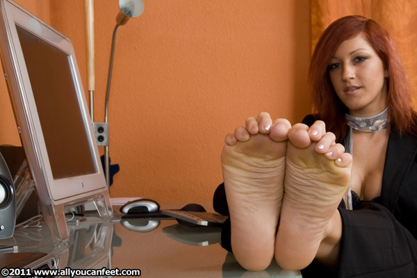bigger preview pic from set 537 showing Allyoucanfeet model Jezzy