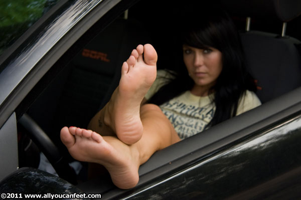 bigger preview pic from set 542 showing Allyoucanfeet model Neelie